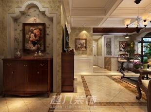 入户玄关拱形造型和带花壁纸与那副红木框起的牡丹完美的融入空间。,90平,12万,混搭,两居,玄关,