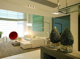 40平方的现代简约客厅 设计理念:白色的简约沙  发搭配灰色的地毯凸显时尚的韵律,沙发背景淡淡的绿色挂画让整个空间清新自  然。,280平,70万,现代,别墅,客厅,白色,绿色,