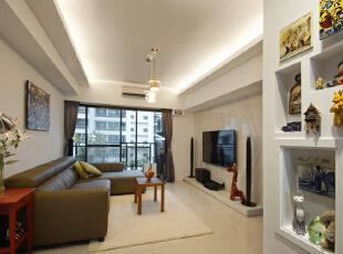 利用厨房拉门需要的厚度,内嵌设计成为回忆展示窗,为空间注入生命力。,70平,6万,简约,两居,客厅,白色,