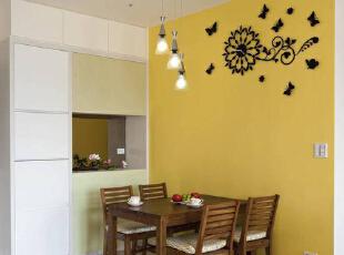 以鲜艳的黄色主墙妆点蝴蝶飞舞图案造型时钟,让用餐心情跟着愉悦缤纷。,89平,8万,简约,两居,餐厅,黄色,