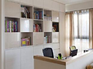 以水晶面板作为柜体门,虚实之间展现时尚风华。,89平,8万,简约,两居,书房,白色,