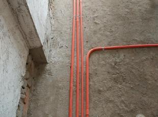 水电为最关键部分,采取横平竖直做法,强电线管与弱电线管交叉使用锡箔纸包覆!(抗干扰),100.0平,6.0万,简约,三居,客厅,
