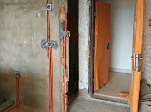 预留插座必须足够,上中下,分别为微波炉,电饭煲,消毒柜所预留。,100.0平,6.0万,简约,三居,厨房,
