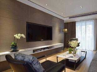 直线条和大面块塑造的现代感之下,运用线面的结合和细节的突出,加之暖色灯光的配合处理,静谧与温馨之感油然而生。,125平,13万,简约,三居,客厅,