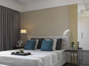主卧床头旁,落地式镜面设计可做为未来摆放梳妆台的段落空间,139平,13万,简约,三居,卧室,