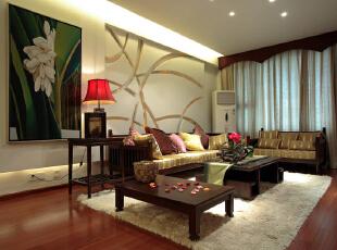 穿过茶室走进客厅,特定的家具沙发和特造的布艺使空间浑然一体,自然和蔼,153平,18万,中式,四居,客厅,