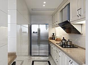 为您创造一个温馨,健康的家庭环境,,让您回味古典雅致的中式韵味,为您打造精致,优雅,古典壮观的风格,135平,11万,中式,三居,厨房,