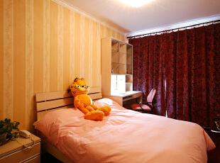 .卧室装扮是表达个人喜好和品位的场所,不同颜色能影响到屋主的心情,在外面忙碌了一整天,晚上是放松身心、调整状态的最佳时间,卧室的扮靓可不仅仅是添置些家具那么简单,在灯光、色调、床品、地毯、窗帘、香熏等方面稍稍做些调整,可能就会营造出不一样的氛围,给你不一样的惊喜。,280平,39万,混搭,别墅,