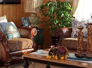 本项目主要作为玉龙湾度假区的体验式入住和接待重要贵宾的度假房,打造的是温馨舒适,轻松惬意,一个与周围美丽景色相呼应的度假小木屋。,220平,70万,现代,别墅,