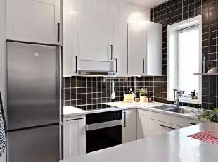 厨房采用黑白撞色设计,黑色小方块搭配白色整体厨柜,简约时尚,工业感十足。,51平,6万,简约,一居,