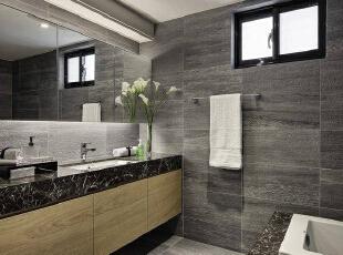 延续石材与木质的运用,便于清洁的石材台面,带入镜面收纳与间接照明,简洁的线条堆砌俐落整洁的卫浴空间。,127平,10万,简约,三居,卫生间,黑白,