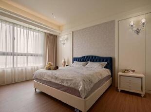 原格局坪数小巧、难以流畅运用的主卧空间,将开门位置微调后,形塑方正又好用的空间尺度,130平,15万,欧式,三居,卧室,白色,原木色,