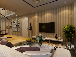 托斯卡纳3室2厅装修案例140平现代简约风格效果图——电视背景墙装修效果图,用竖纹壁纸表现现在简约的基本要素,简约大方营造出清新简洁的空间视觉效果。,140平,11万,现代,三居,