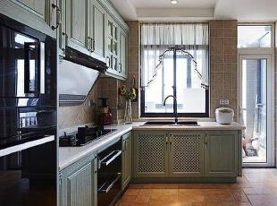 选用了一套美式田园的橱柜,颜色也挺小清新的。,257平,34万,混搭,别墅,厨房,