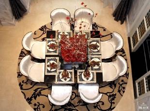 红色和白色搭配可以说是别墅设计中的经典色系,红色的奔放和白色的柔和很好地结合,用餐的客人也会觉得气氛活跃起来。,300平,160万,欧式,别墅,餐厅,黄色,黑白,