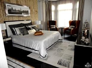 次卧再次运用了黑白色的搭配,亚麻的浅色窗帘透进温暖的阳光,整个屋子给人温馨安静之感。,300平,160万,欧式,别墅,卧室,黑白,黄色,