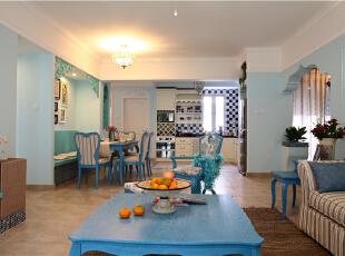 餐厅卡座式的设计,即节约了空间,又让餐厅更加大了。蓝白相间的马赛克铺贴的墙砖,给人以海上的浪花。,102平,8万,地中海,两居,