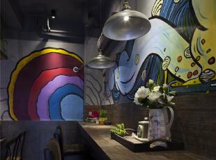 柔软的沙发可以让人舒适自在的用餐。,28平,6.6万,混搭,Loft,餐厅,灰色,