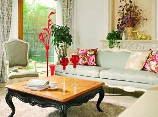"""客厅 在客厅清馨的氛围中,点缀明快的色彩,使生活更加彰显活力,富有艺术感的""""天鹅灯""""点亮了整个空间环境。,500平,200万,田园,别墅,客厅,春色,"""