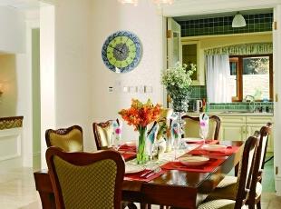 就餐区 在淡雅的就餐环境里摆放栗色的意大利品牌餐桌椅,既古典又时尚,鲜花的味道自然也是生活中不可或缺的,散发出一天的好心情,500平,200万,田园,别墅,餐厅,白色,