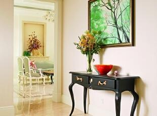 """门厅 清新脱俗的""""轻古典融合风""""是设计师想表现的空间环境印象,一进门就能感受到装修的大气淡雅,陈设的精雕细琢,而艺术品则把环境品位进一步拉升。,500平,200万,田园,别墅,玄关,白色,"""