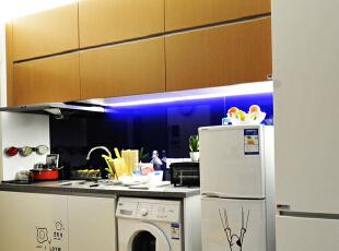 ,28平,3万,现代,一居,厨房,黄色,白色,