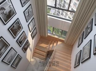 楼道的壁挂,井然有序,视觉上就透露着一丝丝简约神韵。总的来说整个室内装修空间自然高雅,悠闲舒畅,使人心境宁静。,400平,170万,简约,楼梯,白色,