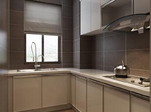 厨房的整体设计效果,选用的是大理石台面,墙面和地面的地砖采用现代风格灰色瓷砖展示。,120平,10万,现代,三居,厨房,黑白,