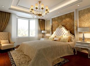 新华街三里118平欧式三居-欧式的灯池吊顶和地面家具相互呼应,相得益彰。卧室中运用了实木的特有色彩和碎花的沙发使整体空间温馨气氛十足。,118平,10万,欧式,三居,卧室,现代,白色,原木色,黄色,