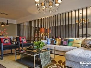 中式风格的古色古香与现代风格的简单素雅自然衔接,使生活的实用性和对传统文化的追求同时得到了满足。,94平,12万,中式,两居,客厅,黑白,
