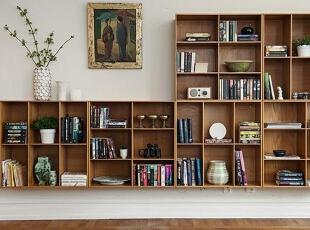 开放式组合书架简单而齐整,美观而大方,无论是藏书还是摆件装饰都有充足的空间,而左面的缺口用装饰画和盆栽来填补,形成别样的美感。,95平,12万,欧式,三居,