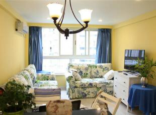 【空间展示】楼下公共区域的设计:客厅设计,沙发选用田园布艺,与窗帘及其他软装饰搭配,有绿有蓝,虽然没有什么复杂的装饰布置,简单却也温馨。,40平,6万,混搭,一居,