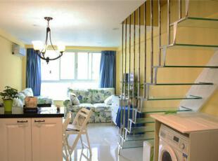 楼梯选用不锈钢扶手+钢化玻璃踏板,是我们装修的这个公寓里唯一一家哦。,40平,6万,混搭,一居,