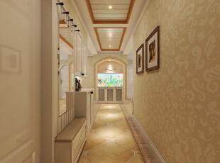入户玄关处放置一个鱼缸,有招财金宝的寓意,同时走廊顶面和地面用相呼应的造型使空间有更明显的区域划分。,129平,10万,美式,三居,玄关,