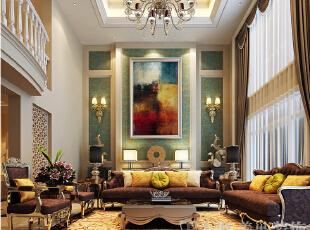 建业森林半岛260平方复式新古典风格——-客厅沙发背景墙效果图,色泽沉稳的地面石材,搭配紫色绒布沙发和灰绿的欧式壁纸,给整个空间更多的尊贵,雅趣。,260平,26万,新古典,复式,