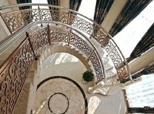 """优化设计也许一般坊间会认为是一种空间上的创意设计,与风格、色彩、品位无关,其实万事万物都是有关联的,牵一发而动全身,莫不是如此。如果说欧洲文艺复兴不但只是古罗马、古希腊的文化""""复兴"""",在复古的背后却是新时代文明的展现,优化设计也是如此,与其说是一种空间优化,不如说是一种全新的设计理念,全新的家居理念。,200平,50万,现代,一居,"""