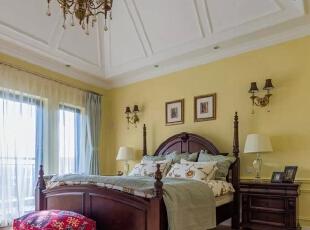 美式乡村风格的色彩以自然色调为主,绿色、土褐色最为常见;壁纸多为纯纸浆质地;另外,美式乡村风格的家具通常都带有浓烈的大自然韵味,且在细节的雕琢上匠心独具,如优美的床头曲线,床头床尾的柱头,及床头柜的弯腿等。,250平,50万,现代,一居,