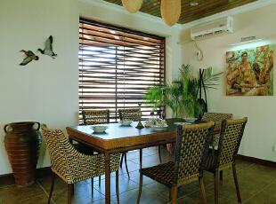 色彩搭配:本方案以白色墙面加木色家具和部分黑色布艺点缀,达到了黑白灰的视觉感受,突出层次、视觉冲击力和立体空间感更强!,72平,7万,田园,两居,