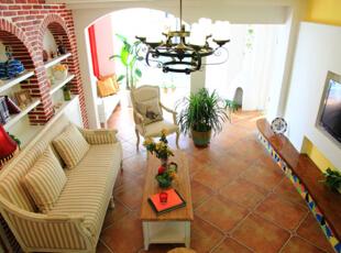 设计亮点,客厅采用亮眼的颜色对比,电视背景与沙发背景做了一个对调重点,将电视背景轻描淡写,沙发背景进行一个着重体现风格与自然地结合,拱形造型和石材肌理的壁纸更是增加了泥土气息,回归自然的舒适。,128平,6万,田园,三居,