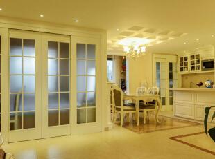餐厅和厨房和过道: 原始的结构中餐厅和厨房还有过道属于三个独立的空间,把三个空间之间的转角轻体墙拆掉以后,它的透光性、通风还有视觉上有了大大的提高从而使整个空间显的更加的宽阔。,120平,6万,欧式,三居,