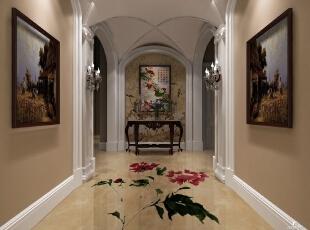 牡丹花的中式地板配上中式的壁纸以及墙画,更显出东方韵味。不过拱形的门洞又将地中海风格嵌入进来,墙壁两边的挂画以及踢脚线则是欧式风格,三种风格结合在一起,毫无违和感。,700平,90万,混搭,别墅,门厅,