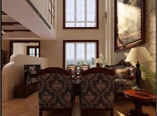 电视背景墙与之相得益彰,同样的风格采用艺术文雅的装饰物来修饰,时尚的感觉,彰显出一种高贵典雅的气质。,200平,21万,中式,跃层,客厅,跃层装修,