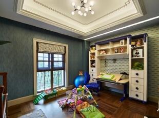 儿童房的设计结合主人家的小暖男的天性,杭州别墅装修设计老师将空间主题定位在温暖、可爱、活力的基调上,因为小主人年纪还小,所以特别为他设计了一个游乐玩耍区,开放天性,发散思维,冷静的蓝色让小朋友开发思维和想象力,遨游在自己的小世界里。,550平,250万,现代,别墅,