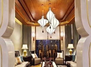 从空间着手,构造人为惯性的生活空间,布置大格局,细化小空间,优良的生活方式在各个空间呈现。家人的活动空间,待人接物的客厅,风格迥异,遥相呼应。,784平,350万,中式,别墅,客厅,