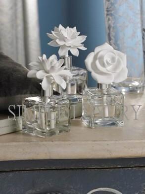 简单的奢华 现货 纯美锦花白瓷雕花空气净化精油瓶装饰瓶 限时9折,