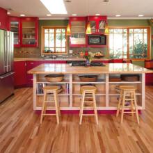 """红、绿、黄,色彩如此丰富,这样的厨房犹如一道湘菜让人""""食指大动""""。"""