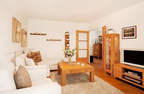 绒绒的地毯给客厅带来温暖。,75平,12万,公寓,简约,原木色,白色,客厅,