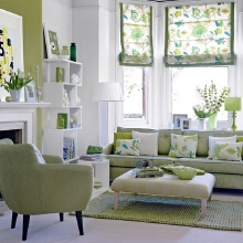 客厅里的所有装饰包括墙面都采用了绿色系, 白色与绿色相互陪衬,一眼望去满眼春色,让人感觉清新舒畅。