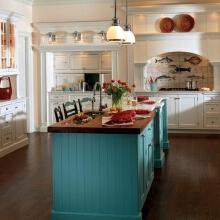 厨房的光线要明亮,最好是使用荧光,灶台照明则使用防爆灯为宜。