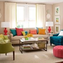 打造糖果色客厅,抱枕可谓是画龙点睛之笔,只要它们保持着多彩的姿势,客厅怎么都不会显得沉闷。